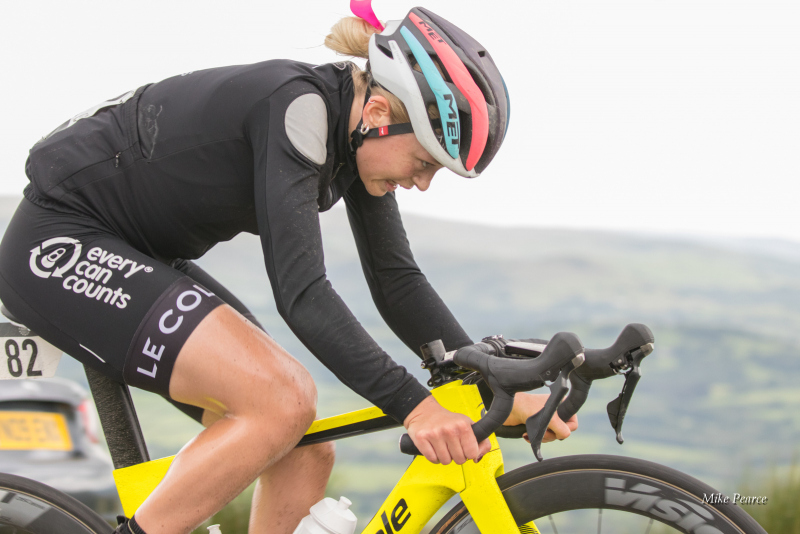 Hill climbing on Stage 5 - Rider: Eleanor DICKINSON